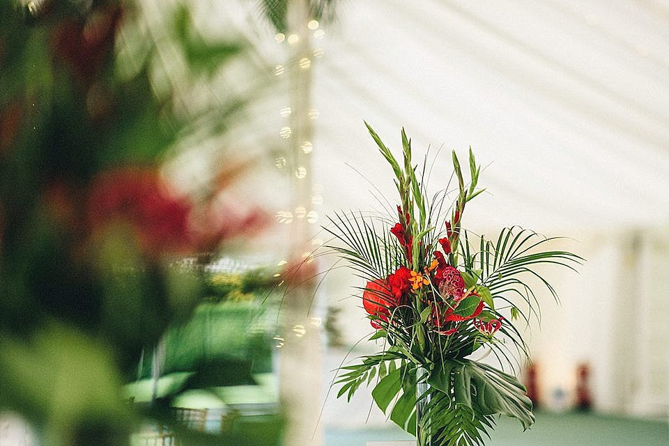 Red Navy and Gold Wedding | Langstowe Hall | Miki Photography | www.nubride.com_0532