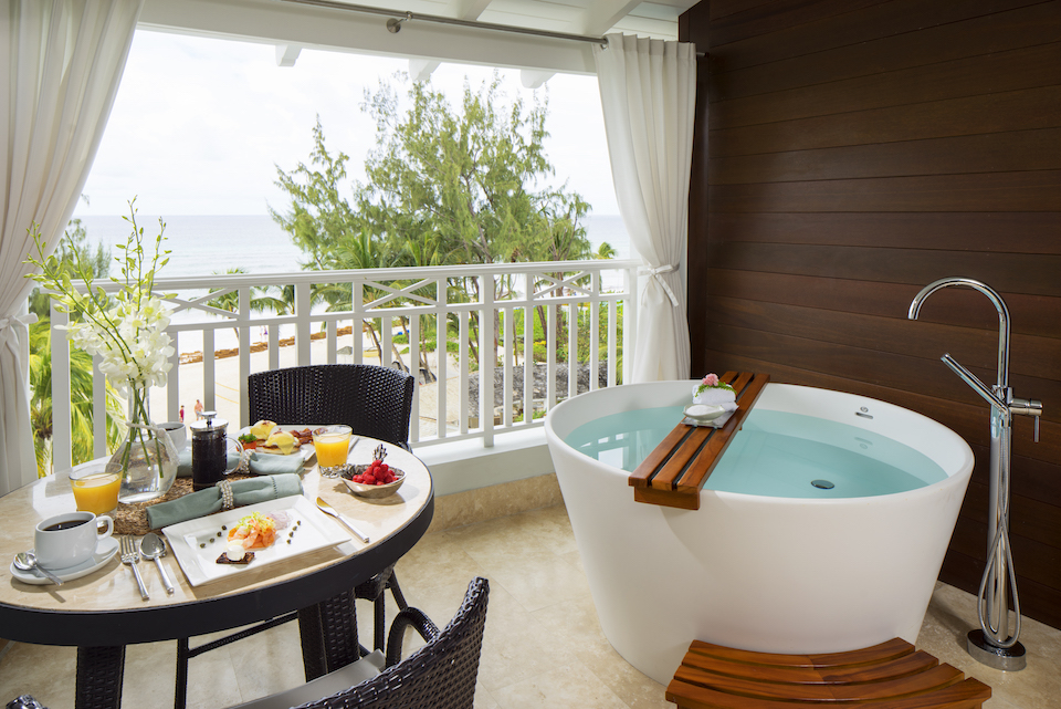 [HQ]_Sandals Barbados Tranquility Soaking Tub on Balcony