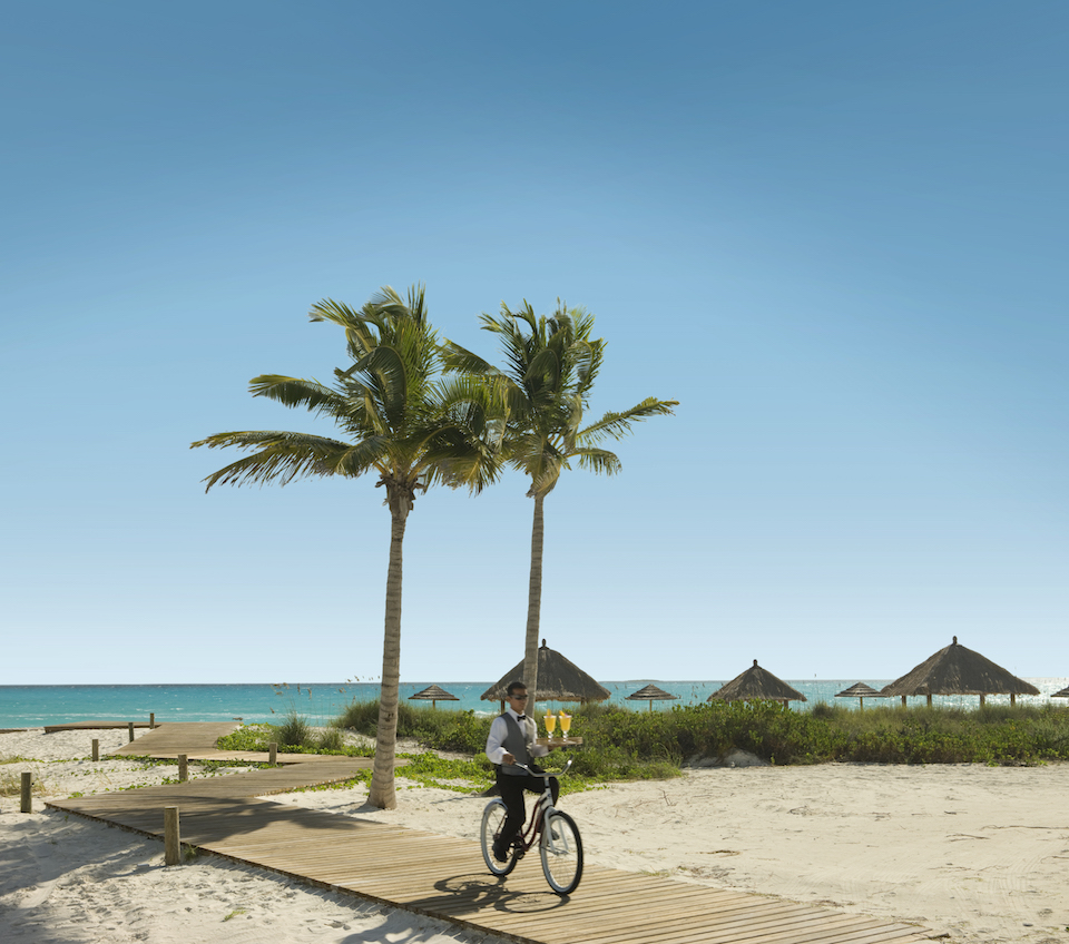 [HQ]_Sandals Emerald Bay, Butler on bike