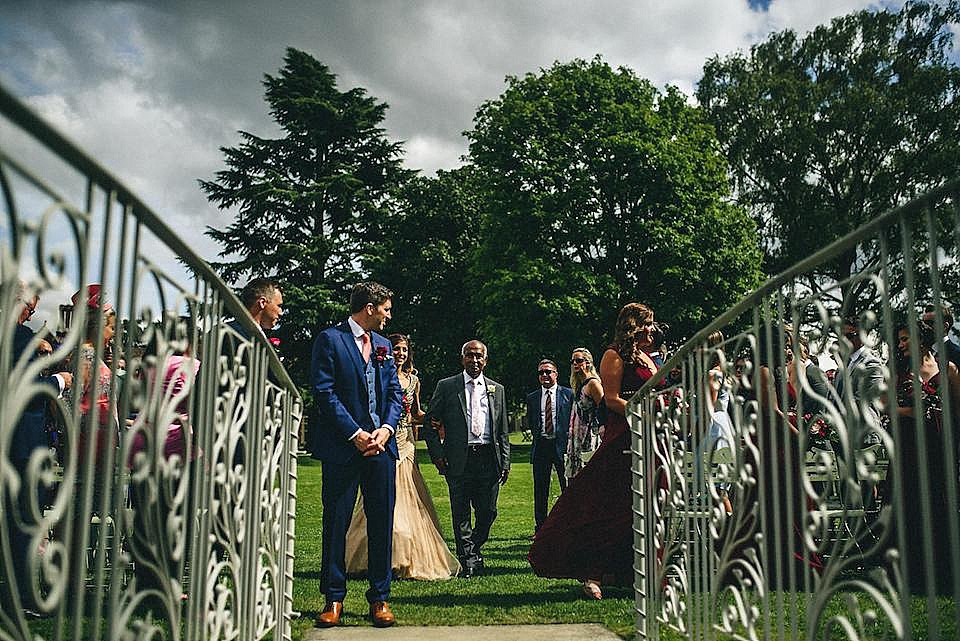 Red Navy and Gold Wedding | Langstowe Hall | Miki Photography | www.nubride.com_0509
