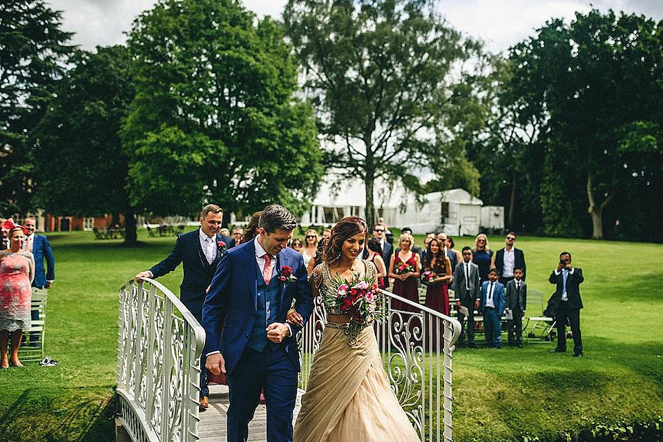 Red Navy and Gold Wedding | Langstowe Hall | Miki Photography | www.nubride.com_0511